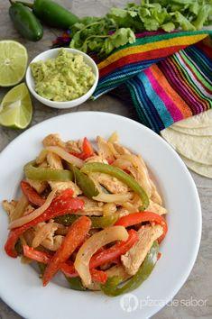 Cómo hacer fajitas de pollo (fáciles & muy deliciosas) Pollo Chicken, Mexican Food Recipes, Ethnic Recipes, Cooking Recipes, Healthy Recipes, Ceviche, Yum Yum Chicken, Quesadilla, Tostadas