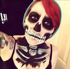 Get the steps from this skull make-up tutorial for Halloween and costume parties!