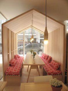 FIII Fun House é um novo conceito de um café com um espaço para eventos e sala de jogos em Buenos Aires, Argentina. A ideia de criar um espaço de design-forward, onde crianças e adultos podem desfrutar foi brilhantemente executado pelo arquiteto Iris Cascante. A casa é dividida em três quartos zones- jogo, cafeteria, e eventos lounge.