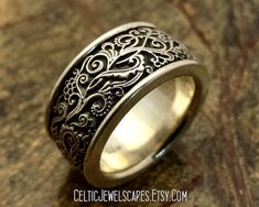 HARLEQUIN Gothic style wedding band in por CelticJewelscapes