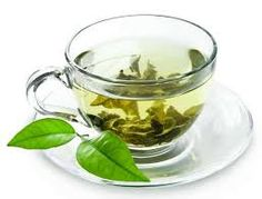 Green Tea Benefits: 19 Health Benefits Of Drinking Green Tea There are so many strong natural antioxidants (polyphenols) are present in green tea. These antioxidants will make green tea a better drink over coff. Herbal Remedies, Home Remedies, Rosacea Remedies, Green Tea Benefits, Bay Leaf Tea Benefits, Lemon Benefits, Blood Pressure Remedies, Lose Weight, Slim Fast