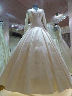 2013 ISLAMIC WEDDİNG DRESS -TESETTÜR GELİNLİK. I like this idea