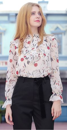Sweet Pleated Collar Trumpet Sleeves Printed Chiffon Blouse Source by xshineluxury blouses Print Chiffon, Chiffon Shirt, Cute Blouses, Blouses For Women, Blouse Styles, Blouse Designs, Skirt Outfits, Chic Outfits, Estilo Lady Like