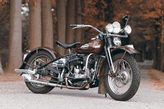 Original 1942er Harley-Davidson Flathead customized by Thunderbike