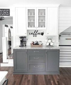 Below are the Chic Farmhouse Kitchen Cabinets Makeover Ideas. This article about Chic Farmhouse Kitchen Cabinets Makeover Ideas was posted Home Decor Kitchen, Kitchen Furniture, New Kitchen, Kitchen Ideas, Awesome Kitchen, Beautiful Kitchen, Kitchen Hacks, Kitchen Designs, Rustic Kitchen