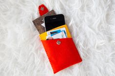 Felt Phone Wallet | 33 DIY Gifts You Can Make In Less Than An Hour