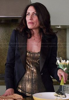 Abby's gold tank top and navy blazer on Girlfriends Guide to Divorce Girlfriends Guide To Divorce, Lisa Edelstein, Burgundy Dress, Queen, Office Dresses, Work Looks, Fancy Pants, Work Attire, Casual Chic