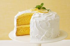 Oh my gosh.. How can you resist this luscious, super-easy lemon cake?? Lemon makes me happy!