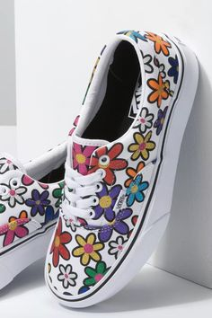 Best Vans Sneakers and Shoes For Summer 2020 Summer Sneakers, Vans Sneakers, Slip On Sneakers, Summer Shoes, 2000s Trends, How To Wear Vans, Cool Vans, White Slip, Ankle Bracelets