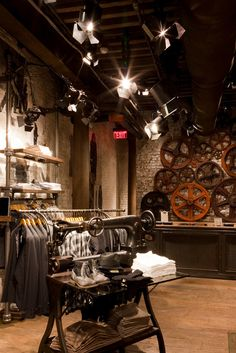 Amélie - All Saints Spitalfields vintage industrial aesthetic Vintage Interior Design, Shop Interior Design, Retail Design, Store Design, Industrial Chic, Vintage Industrial, All Saints Spitalfields, Soho Style, Retail Interior