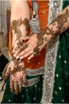 South Asian Bridal Henna Mehndi Check out more desings at: http://www.mehndiequalshenna.com/