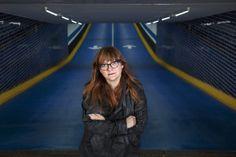 Isabel Coixet  http://revistavortice.wordpress.com/2014/08/29/rompiendo-las-barreras-del-septimo-arte-una-breve-historia-sobre-directoras-de-cine/