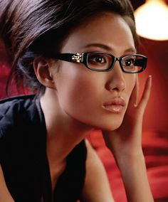 Vera Wang - maybe you'll never wear a Vera Wang dress but there's no reason you can't wear a Vera Wang frame!