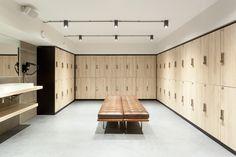 Kuub | Gustav Gym Showroom Interior Design, Gym Interior, Interior Architecture, Locker Designs, Gym Lockers, Gym Decor, Changing Room, Gym Design, Commercial Interiors