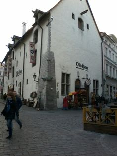 Restaurante estilo medieval em Tallinn ( Estônia )
