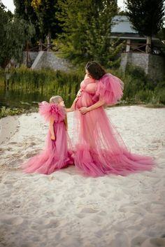 Boho Maternity Dress, Maternity Dresses For Photoshoot, Maternity Photos, Maternity Fashion, Lavender Outfit, Lavender Gown, Mommy And Me Outfits, Family Outfits, Mother Daughter Dresses Matching