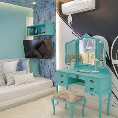 Azul turquesa: adicione requinte e tranquilidade na sua casa (55 fotos e dicas) Home Bedroom, Girls Bedroom, My Room, Dorm Room, Room Ideias, Ocean Room, Azul Tiffany, Mermaid Room, Dreams Beds