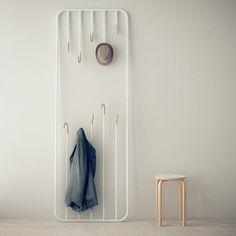 """GAUZAK. HI&BYE es diferente. No es un perchero de suelo ni es un perchero de pared. Es las dos cosas. Es nuestra forma de pensar en """"colgar"""" las prendas, accesorios, objetos...  http://www.gauzak.com/"""