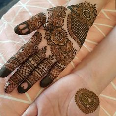 Mehndi design makes hand beautiful and fabulous. Here, you will see awesome and Simple Mehndi Designs For Hands. Easy Mehndi Designs, Latest Mehndi Designs, Palm Mehndi Design, Indian Mehndi Designs, Back Hand Mehndi Designs, Henna Art Designs, Mehndi Design Pictures, Mehndi Designs For Girls, Mehndi Designs For Beginners