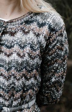 Naisen neuletakki Novita Venla Nature | Novita knits