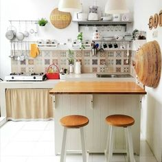 The Forbidden Truth Regarding Simple Kitchen Decoration in Small House - homeknicknack Simple Kitchen Design, Kitchen Room Design, Kitchen Dinning, Home Room Design, Kitchen Sets, Home Decor Kitchen, Kitchen Interior, Small Apartment Kitchen, Minimalist Kitchen