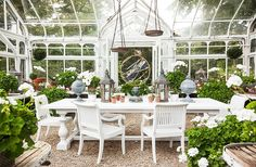 "Carolyne Roehm ""prettified this little glasshouse"" with lots of geraniums and a mix of metals."