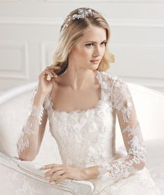 EOL » Wedding Dresses » 2015 Glamour Collection » La Sposa (close up)