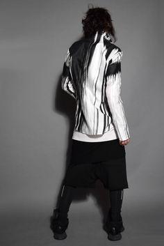 スニーカーとシャツの融合したスタイリング。 |LOOM OSAKA