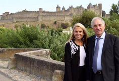 L'Ambassadrice des USA en France (2014-2017), Jane D. Hartley, en compagnie du Maire de Carcassonne, Gérard Larrat, sur le Pont-Vieux, le 19 septembre 2016. Photo: U.S.Embasssy France