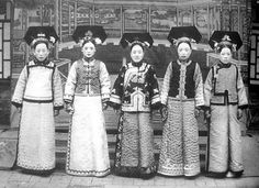 Five Wives of The Last Emperor Puyi - China Asian History, Women In History, Costume Chinoise, Old Photos, Vintage Photos, Last Emperor Of China, Dynasty Clothing, Ancient China, Qing Dynasty