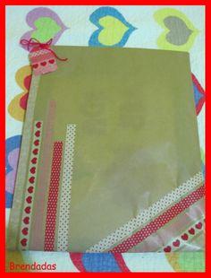 Envoltorio craft con washi tape rojo para San Valentín