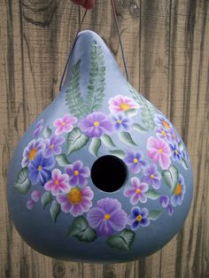 I love painting flowers as well on gourds, beautiful for springtime.