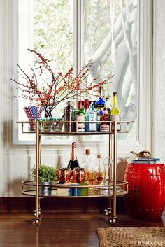 In the home of Breaking Bad star Matt Jones, a styled bar cart adds texture, warmth, and color to the actor's personality-packed living room. Home Bar Decor, Bar Cart Decor, Bar Refrigerator, Home Bar Areas, Outside Bars, Bar Cart Styling, Gold Bar Cart, Diy Décoration, Bar Furniture