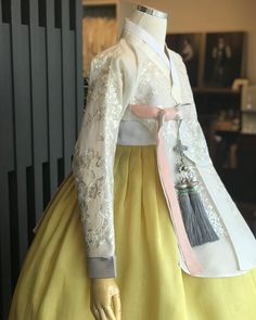 Korean Traditional, Traditional Outfits, Hanbok Wedding, Dress Outfits, Dress Up, Korean Dress, Ao Dai, Asian Style, Girly Things