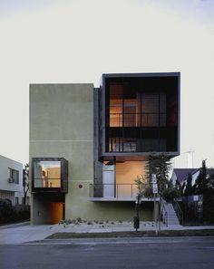 adoro casas que lembram edifícios de apartamento ou lofts...