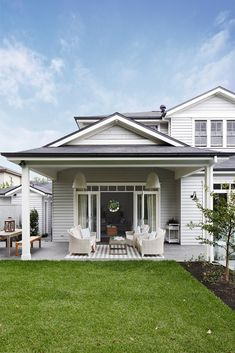 🌟Tante S!fr@ loves this📌🌟Outdoor Spaces - Gallerie B Hamptons Style Homes, Hamptons House, Facade Design, Exterior Design, House Design, House Paint Exterior, Exterior House Colors, Outdoor Living Areas, Outdoor Spaces