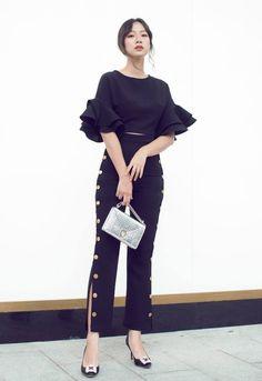 Set áo tay loe, quần đính nút màu đen Cute Korean Fashion, Asian Fashion, Ulzzang Fashion, Cool Outfits, Fashion Dresses, Street Style, Stylish, Womens Fashion, How To Wear