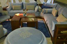 salon moderne avec pouf et table basse MEUBLATISS