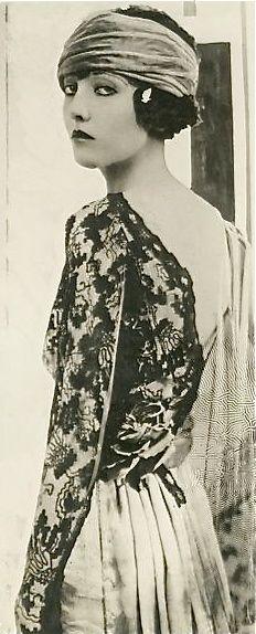 Gladys Zielian, photo by Edward Thayer 1919