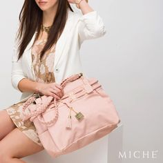 With it's rose-petal pink glow paired with shiny gold hardware, the Catalina for Prima exudes the perfect combination of femininity and sophistication. Experience nothing but happiness as you walk out the door wearing this on your arm. *Miche Canada* #michecanada #michefashion #fashion #style #purses #handbags #accessories