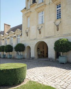 hubert-de-givenchy-chateau-de-jonchet-diego-giacometti-christies-auction-habituallychic-003