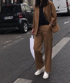 How to style sneakers to go with different looks Look Fashion, Korean Fashion, Winter Fashion, Fashion Outfits, Womens Fashion, Latest Fashion, Fashion Trends, Pantsuits For Women, Looks Style