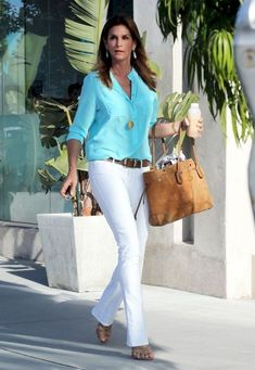 Cindy Crawford Button Down Shirt - Cindy Crawford was totally summertime appropriate in this aqua blue button down and white jeans. Casual Sporty Outfits, Style Casual, Casual Chic, Casual Looks, Summer Outfits, Dress Summer, Cindy Crawford, White Slacks, White Jeans Outfit