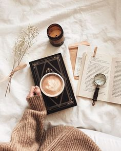 latte + books = hygge perfection - - Book and Coffee Autumn Aesthetic, Book Aesthetic, Aesthetic Pictures, Aesthetic Coffee, Hygge, Flatlay Instagram, Photo Instagram, Book And Coffee, Coffee Shop