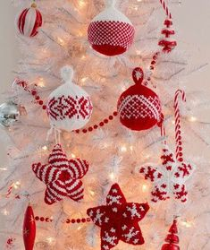 Holiday Stars and Balls Ornaments Free Christmas Knitting Pattern from Red Heart Yarns