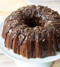 I *heart* Baileys Irish Cream Bundt Cake (chocolate bundt cake caramel) Irish Recipes, Sweet Recipes, Cake Recipes, Dessert Recipes, Baileys Recipes, Irish Cream Cake, Baileys Irish Cream, Bunt Cakes, Cupcake Cakes