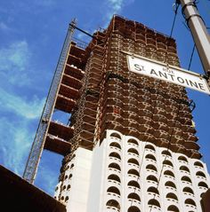 Construction of the Château Champlain hotel, 1966 Montreal Ville, Montreal Quebec, Wallpaper Earth, Tu Me Manques, Canada, Construction, Back In The Day, Best Hotels, Skyscraper