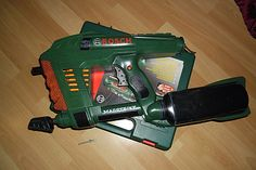 """""""Bosch"""" Magstrike von """"Fallout Boy"""". Eine Nagelpistole für den improvisierten Zombie-Jäger im Larp.  Bosch Nailgun based on a Nerf Magstrike. This is Fallout Boy's weapon of choice for the improvised Zombie hunt."""