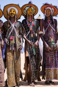 Meet African Men Who Dress Up With Make Up To Impress & Marry Women: Read About The Wodaabe Beauty Contest - Niger male beauty pageant African Tribes, African Men, African Beauty, African Fashion, Tribal Fashion, Nomad Fashion, Ankara Fashion, African Attire, African Style