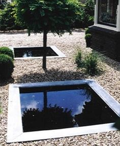 Square Ponds size Pond Edge made of: zinc, copper, stainless steel or lead. Underground: welded water container made of impact resistant PE, with a drain plug at the bottom. Water Containers, Water Pond, Water Features, Interior And Exterior, Serenity, Garden Design, Copper, Mid Century, Stainless Steel